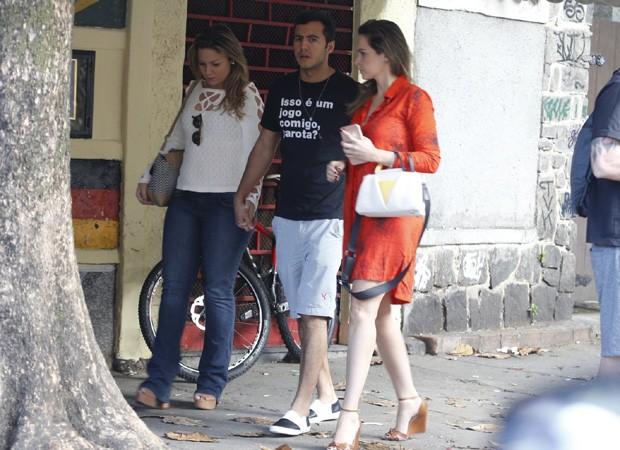Ex-BBBs Ana Paula Renault, Cacau e Matheus se reencontram no Rio (Crédito: Reoridução)