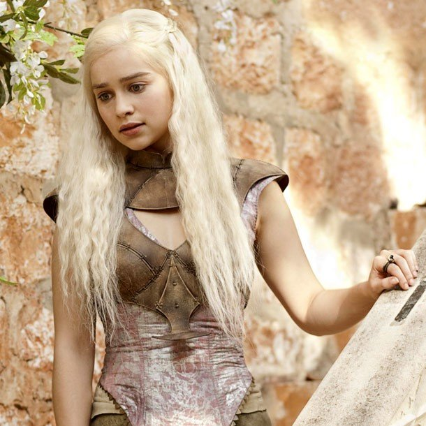 Emilia Clarke vive a Daenerys em Game of Thrones (Crédito: HBO)
