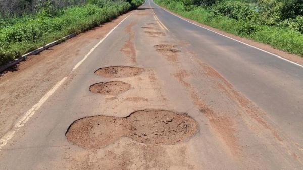 Estrada se encontra em péssimo estado