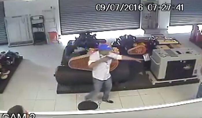 Câmeras flagraram a ação dos criminosos (Crédito: Reprodução)