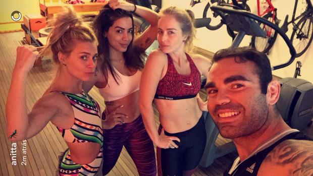 Anitta, Carol e Angélica malham juntas  (Crédito: Reprodução/ Instagram)