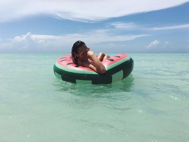 Bruna Marquezine relaxa em praia  (Crédito: Reprodução/ Instagram)