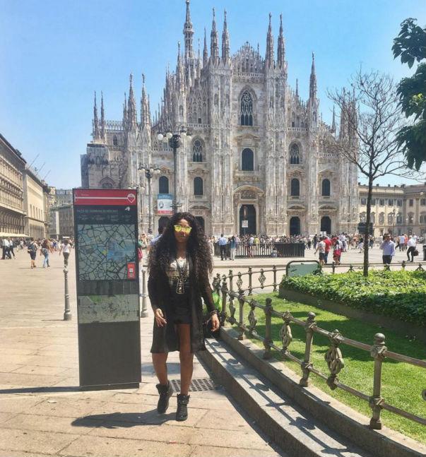Ludmilla viaja para Itália, e ostenta tênis de R$ 6 mil (Crédito: Reprodução)