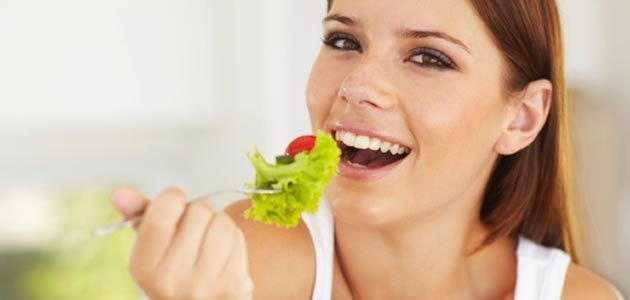 Alimentação saudável aumenta a felicidade. Entenda como!
