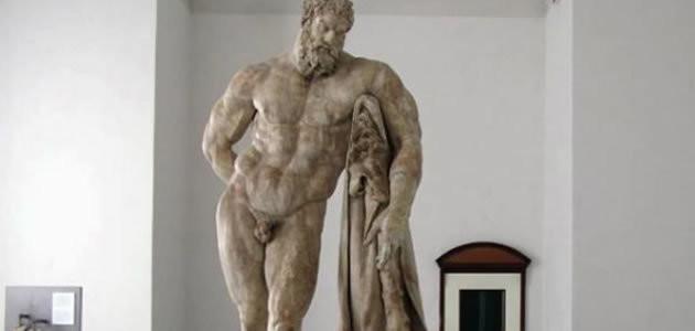 Por que as estátuas gregas têm o pênis pequeno?
