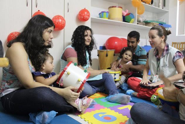 Atendimento de musicoterapia para bebês do Ceir
