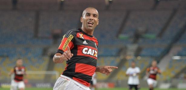 O atacante Emerson Sheik poderá deixar o Flamengo