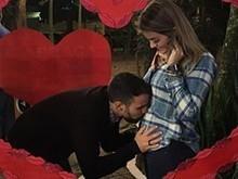 Grávida do 3º filho, Kelly Key ganha beijo do marido na barriga