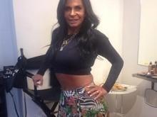 Gretchen exibe a barriga em foto publicada na web: