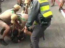 Jovem é preso após tentar pegar tocha durante percurso em São Paulo