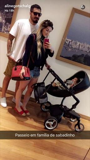 Aline Gotschalg, Fernando Medeiros e o filho (Crédito: Reprodução)