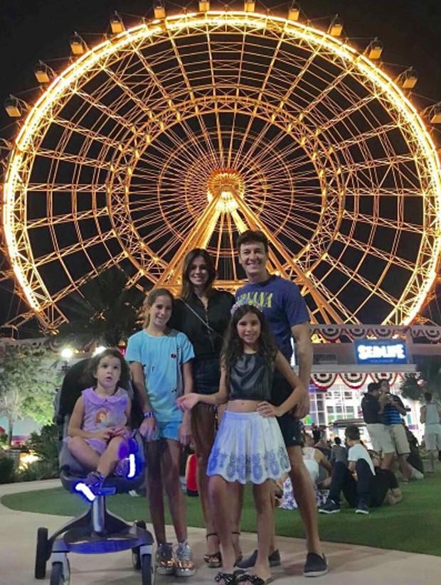 Rodrigo Faro curte férias com mulher e filhas em Miami (Crédito: Reprodução)