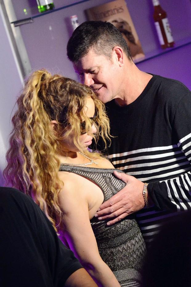 Mariah Carey é vítima de mão boba do noivo em festa (Crédito: Reprodução)