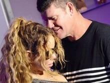 Mariah Carey é vítima de mão boba do noivo em festa