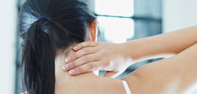 Aprenda a acabar com o torcicolo em 20 segundos
