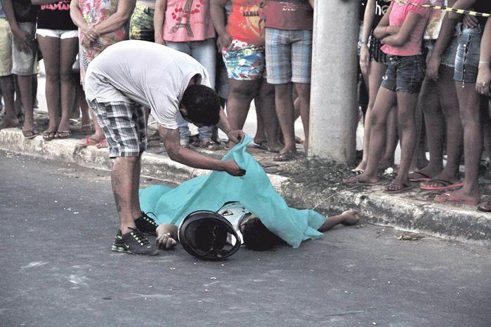 Homem morreu após bater em poste (Crédito: Reprodução)