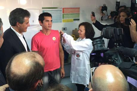 Vacina contra a dengue é indicada a pessoas de nove a 45 anos