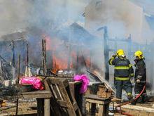 Ao trocar botijão, idoso provoca explosão e casa fica destruída