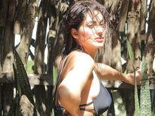 Ex-BBB Francine Piaia posta foto de biquíni e chama atenção na web