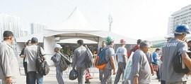 Furtos, saques, sabotagens e protestos dão o tom na Vila Olímpica
