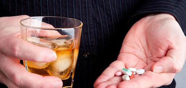 E se misturamos analgésico com bebida alcoólica?