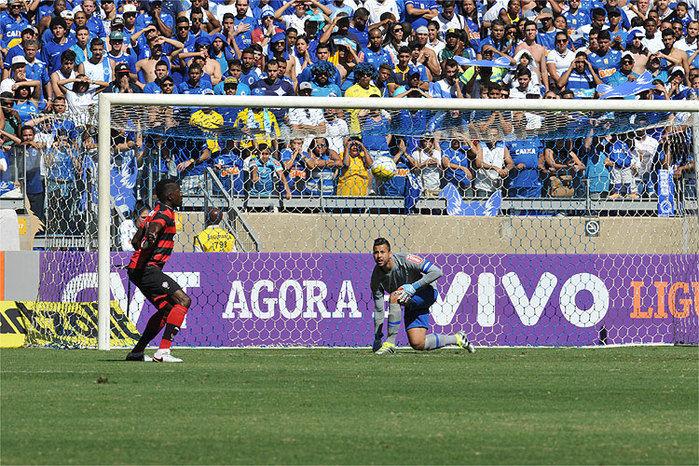Cruzeiro chegou a abrir 2 a 0 sobre o Vitória, mas permitiu empate no segundo tempo e frustrou torcedores (Crédito: Reprodução)