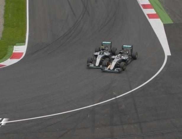 Momento em que Mercedes se tocaram (Crédito: F1 Oficial)