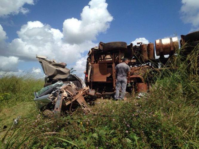 Veículo ficou destruído (Crédito: Reprodução)