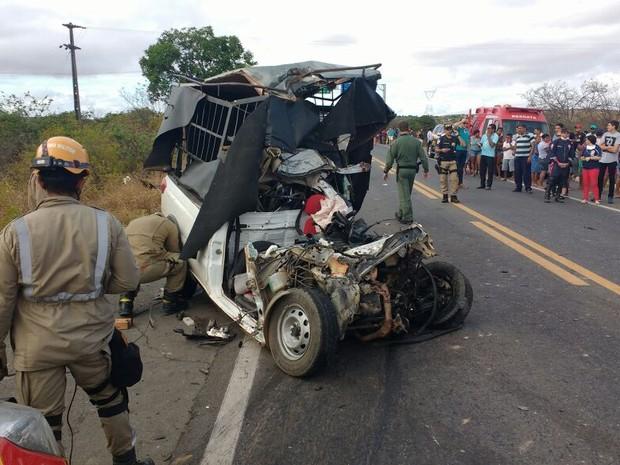 Duas pessoas morreram no acidente (Crédito: TV Verdes Mares)
