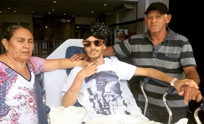 Jader Damasceno deixa hospital em Teresina ao lado dos pais (Crédito: Reprodução/Facebook)