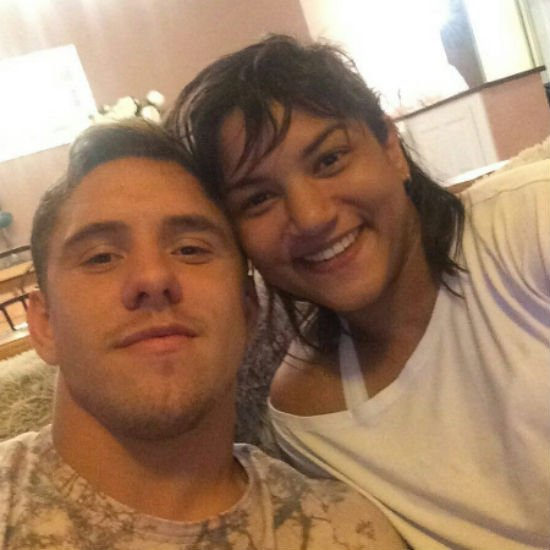 Sarah e o namorado (Crédito: Reprodução)