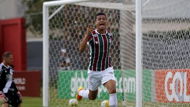 Cícero comemora um dos gols que fez na partida (Crédito: Estadão Conteúdo)