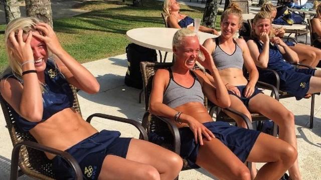 Suecas 'esquecem' o protetor solar e exibem bronzeado na internet (Crédito: Reprodução)
