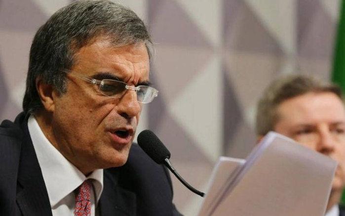 Cardozo leu defesa de Dilma no Senado (Crédito: Divulgação)