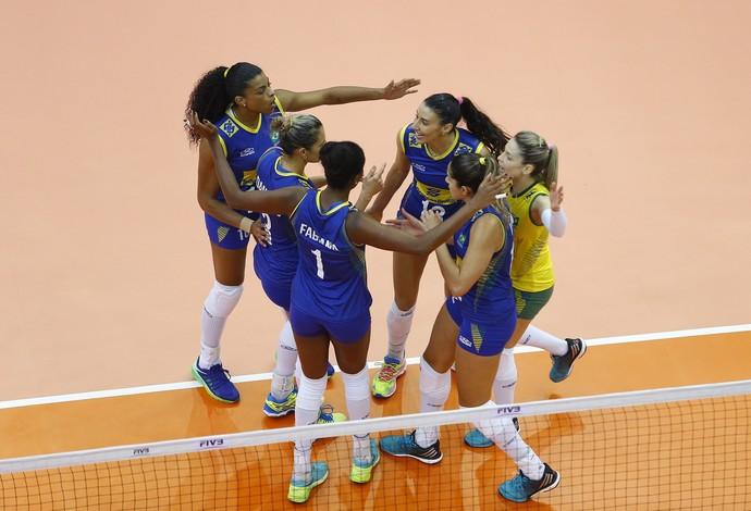 Natália solta o braço, e Brasil larga bem nas finais (Crédito: Reprodução)
