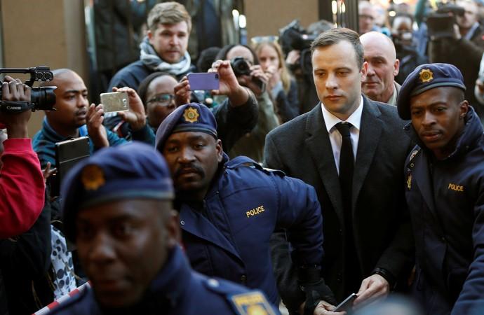 Oscar Pistorius é condenado a seis anos por morte da namorada  (Crédito: Reprodução)
