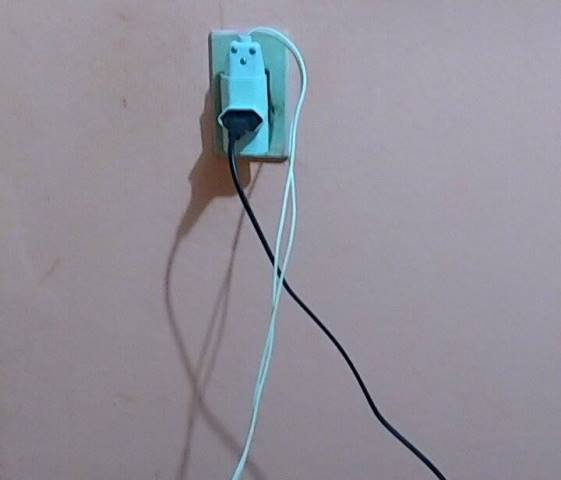 Comerciante sofreu descarga elétrica (Crédito: Reprodução)