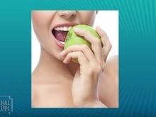 Comer maçã, contribui na escovação dos dentes? Saiba aqui!