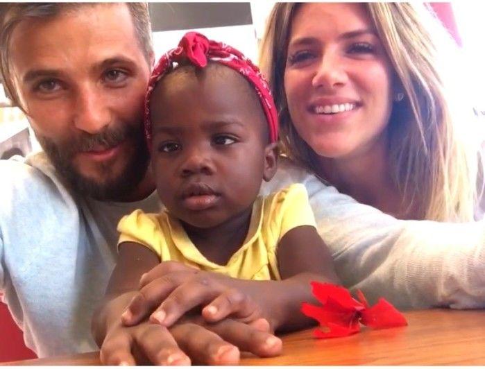 Bruno Gagliasso e Giovanna Ewbank com a filha adotada da África