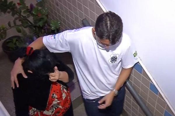 Mãe é presa por suspeita de omissão no estupro da filha de 13 anos (Crédito: Reprodução)