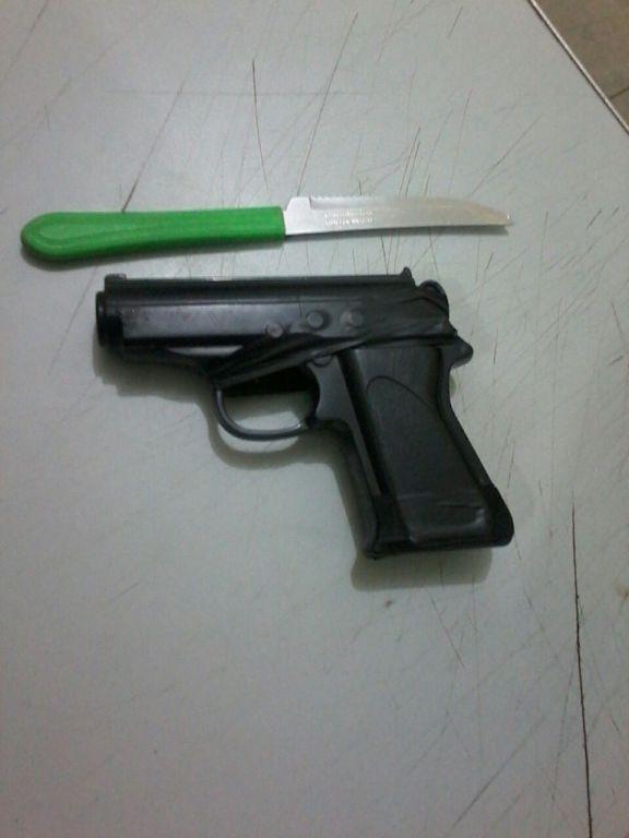 Armas apreendidas, uma sendo simulacro