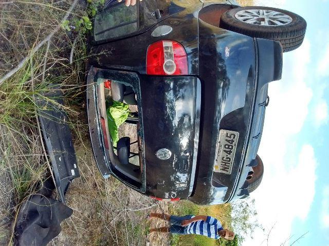 Carro fica destruído após capotamento na PI 366 (Crédito: Reprodução)