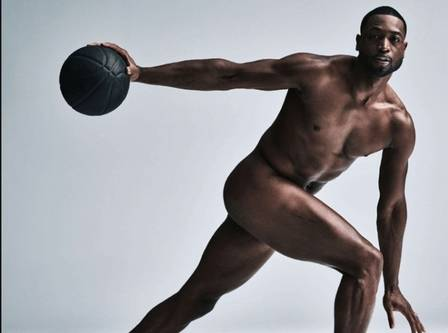 McGregor e atleta transgênero fazem ensaio nu para revista dos EUA (Crédito: Reprodução)