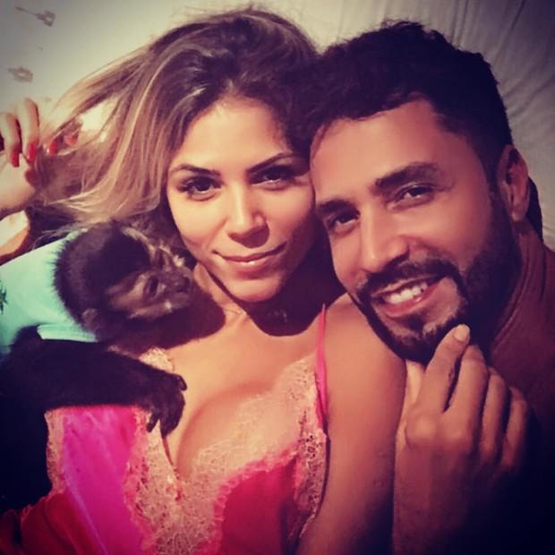 Latino e Fabi Araújo (Crédito: Reprodução)