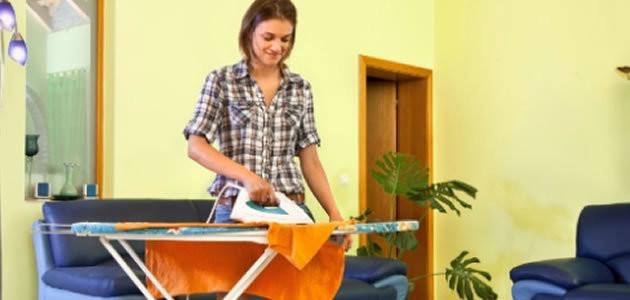 Mulheres casadas têm 7 horas a mais de trabalhos domésticos