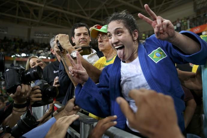 Mayra Aguiar comemora medalha (Crédito: Reuters)