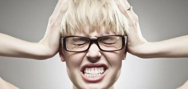 Saiba como diferenciar a dor de cabeça da enxaqueca