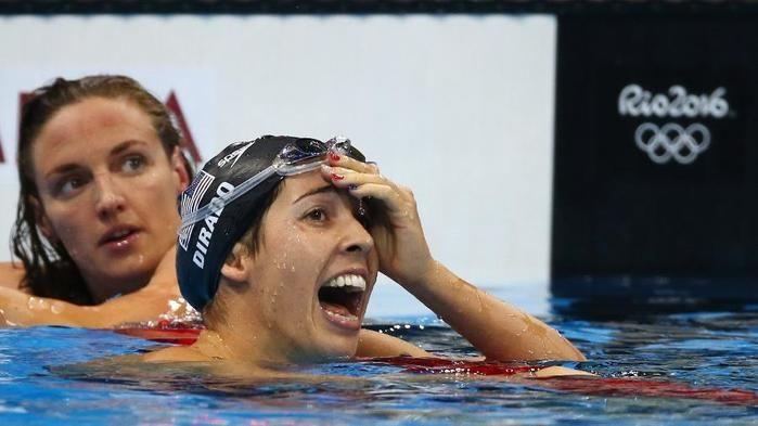 Maya DiRado comemora ouro nos 200m costas ao bater Katinka Hosszu (Crédito: Reuters)