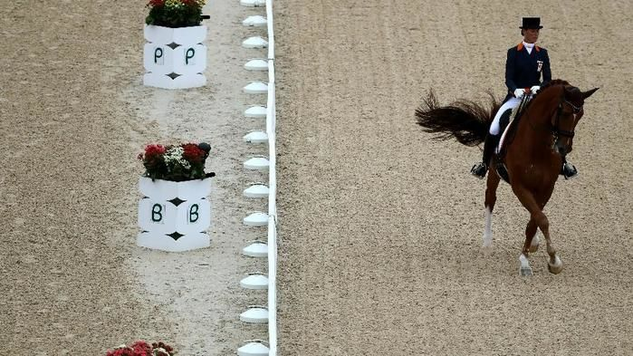 Adelinde Cornelissen com Parzival: desistência para preservar saúde do cavalo (Crédito: Getty)