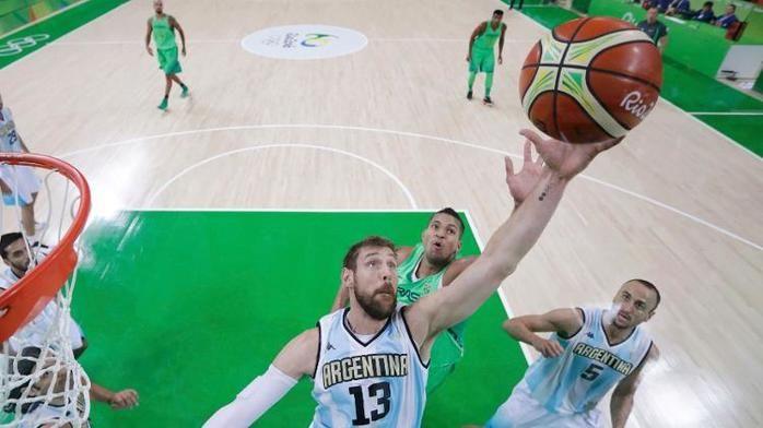 Nocioni foi o grande nome da Argentina no primeiro tempo (Crédito: Reuters)